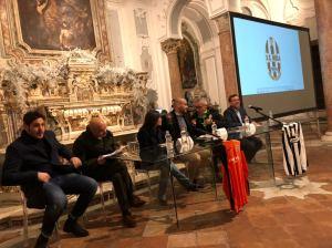 Il tavolo della presentazione con le istituzioni locali che hanno portato il loro personalissimo augurio alla nuova società